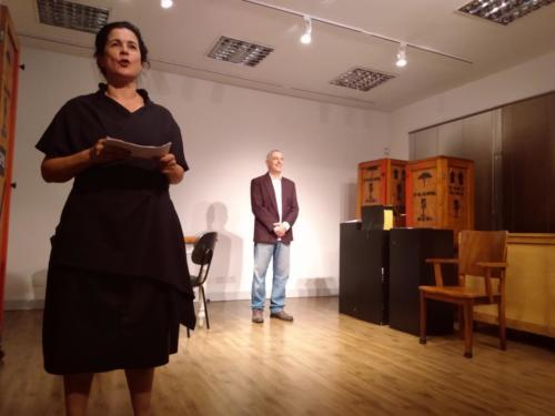 Teatro acessível com apresentação do grupo osCarapinas