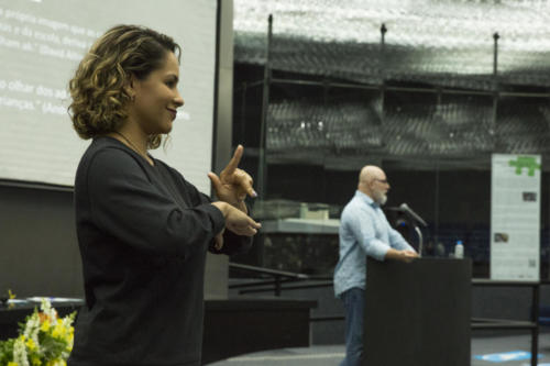 O evento teve recursos de acessibilidade, como intérprete de Libras e audiodescrição