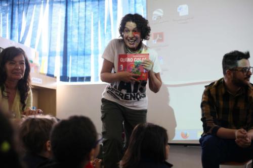 O livro Quero Colo! foi apresentado em seu formato impresso e na versão audiovisual acessível