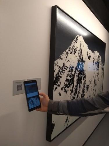 Os recursos de acessibilidade estão disponíveis via aplicativo Musea