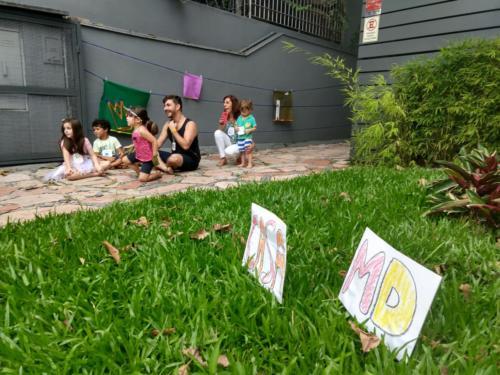 Durante as férias de janeiro, a Casa MD recebeu crianças para ateliês artísticos e brincadeiras com Libras