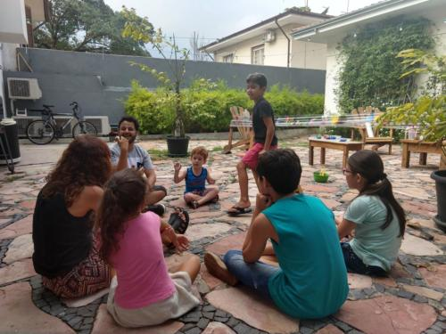 Como cantar músicas infantis utilizando a Língua de Sinais?