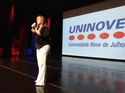 Mônica Lemos, da SME-SP, falou sobre a implementação do novo currículo