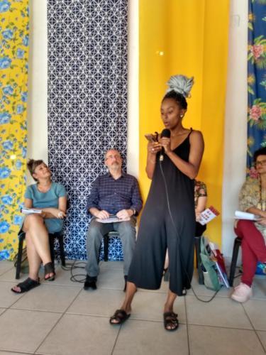 O grupo de jovens paulistanos Os Escrespados fizeram intervenções poéticas