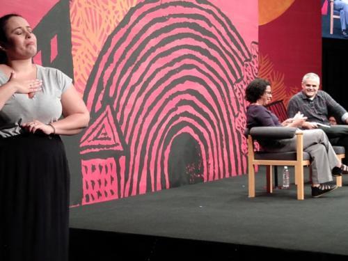 Interpretação em Libras na participação de Marilene Felinto, com mediação de Fernando de Barros e Silva