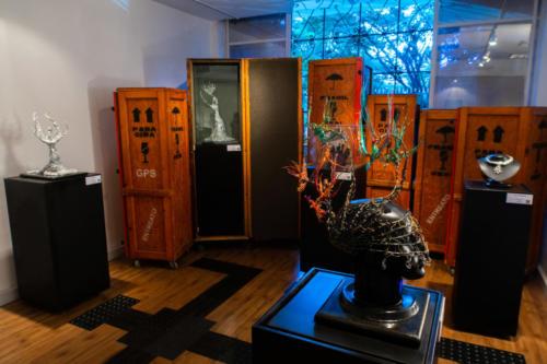 Exposição tem figuras  inspiradas nos universos da literatura e do teatro